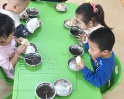 上幼儿园小班第八天日常生活记录,吃饭变香了