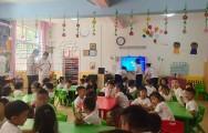 六一儿童节幼儿园小班家长开放日陪孩子上学做游戏