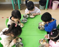 云轩宝宝去幼儿园第七天认识新朋友