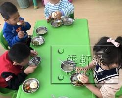 云轩宝宝入园第三天日常生活记录(小班)