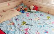 宝宝四岁开始自己睡小床啦