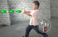 给宝宝PS的搞笑照片(发射火球冰球照片)