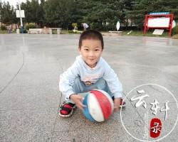 怎么教4岁孩子拍篮球(方法一定要正确)