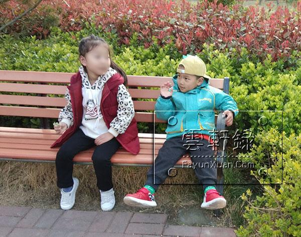 带小朋友去公园游玩,交到新朋友