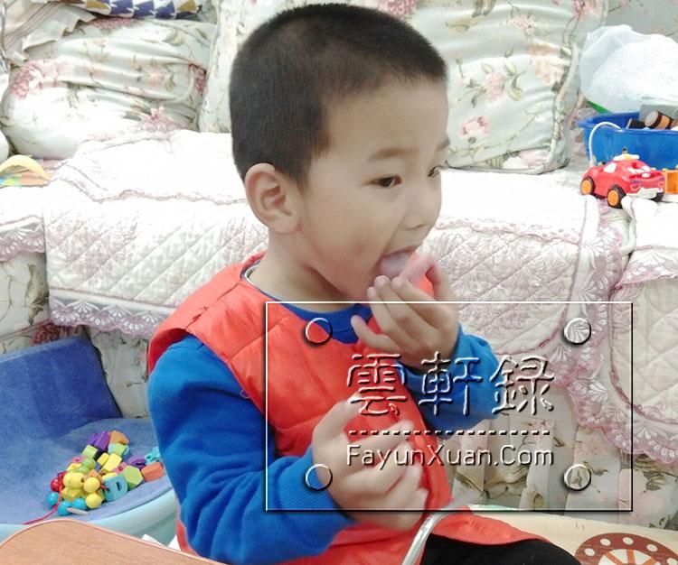 云轩小朋友吃奥利奥的五个步骤(太搞笑了)