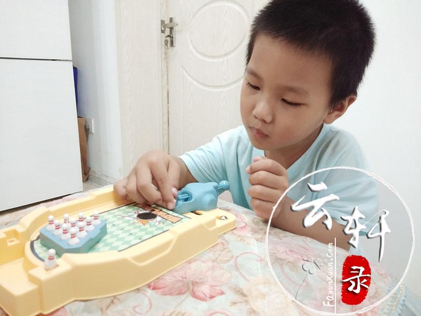 云轩玩保龄球玩具.jpg