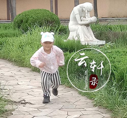 云轩宝宝四岁奔跑时抓拍的照片 (2).jpg