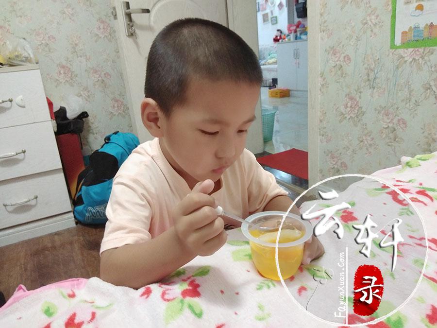 宝宝吃果冻 (2).jpg