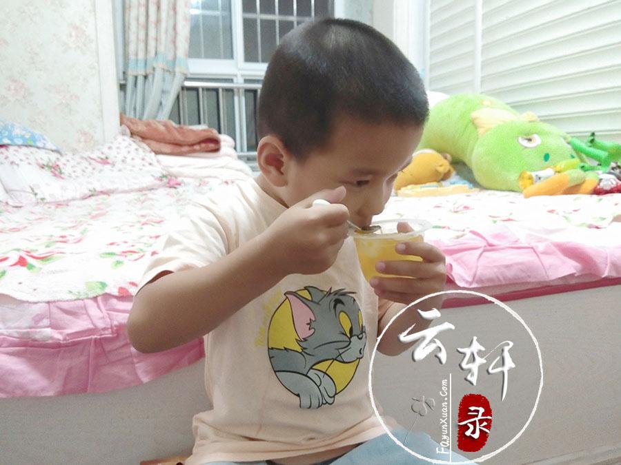 宝宝吃果冻 (1).jpg