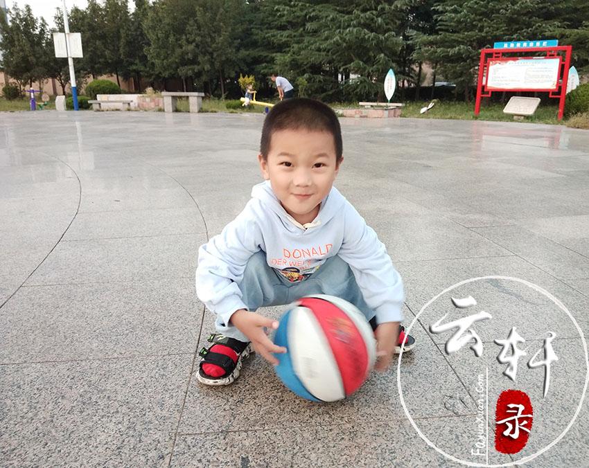 怎么教4岁孩子拍篮球(方法一定要正确) (2).jpg