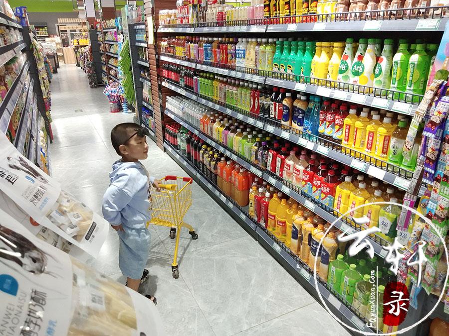 这家超市的儿童购物推车(小孩子超喜欢)