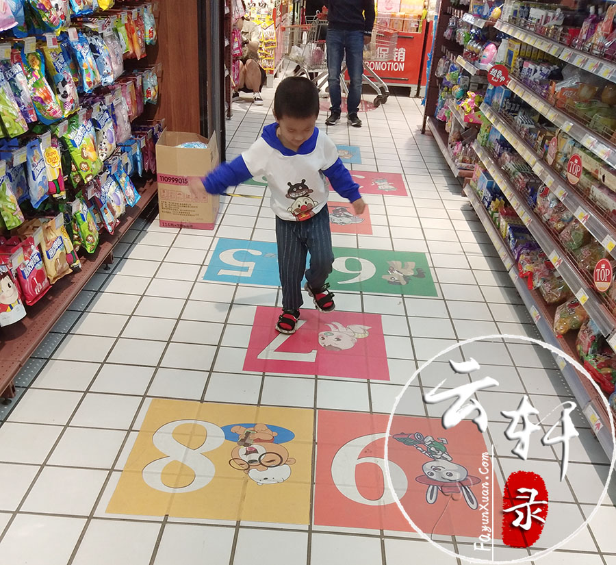 这家超市的儿童购物推车(小孩子超喜欢) (2).jpg