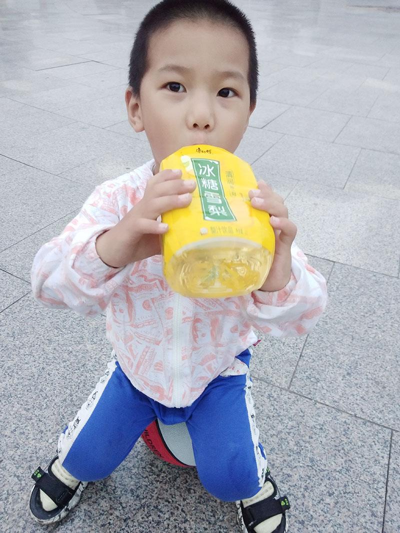 2021年10月4日带孩子户外玩篮球喝冰糖雪梨 (3).jpg